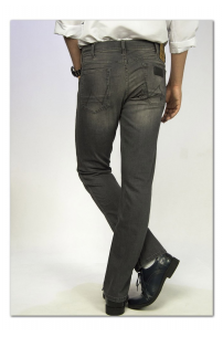 Wrangler GREENSBORO Black Rivet Modern Straight